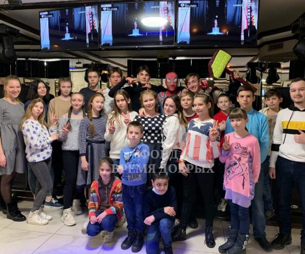 Фото детей с волонтерами1616668567