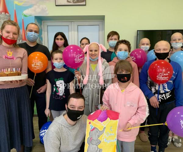общее фото с дня рождения онкобольного ребенка1618308787