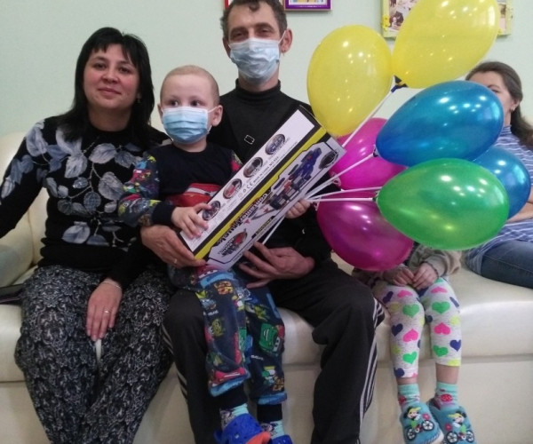 Zhenechka Titarev has completed his main treatment at the Department of Pediatric Oncohematology of the Guskov Institute of Oncology and Hematology. Husak.1622888916