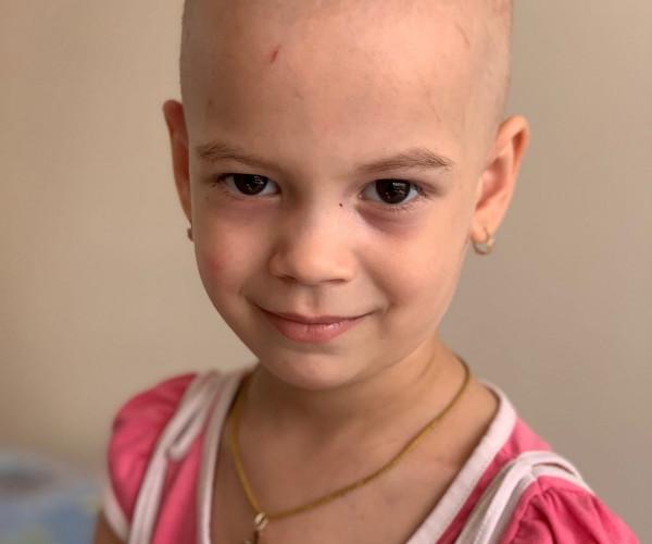 Рак почки не приговор .Единственный шанс Вики дорогостоящее лечение .Спасение маленькой жизни зависит от нас с вами .1629480172