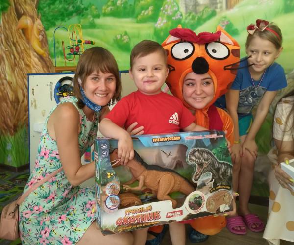 Мы поздравили  Ваню Кулабухова с Днем Рождения в детском онкоцентре Донецка1630782181