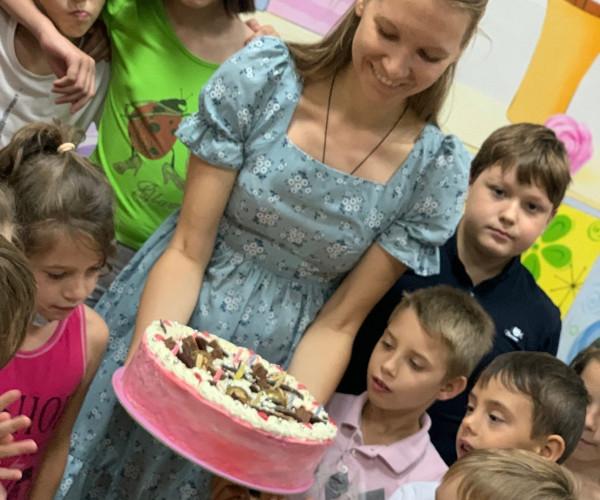 Многие ребята не помнят своих пап, а многие - даже и не видели своих мам. День Рождения для воспитаников детских домов Донецка1630784630